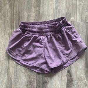 "**SOLD ** lululemon hotty hot shorts LR 2.5"""